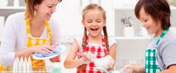 ¿Es recomendable dar dinero a nuestros hijos por hacer tareas domésticas?